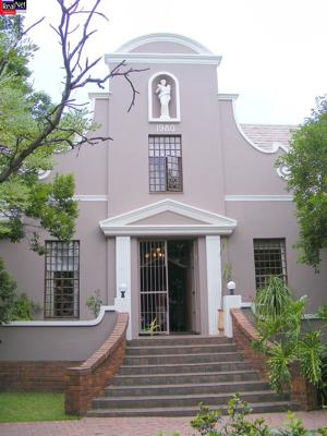 Front Entrance to Constantia Guest Lodge