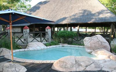Sundowners at the plunge pool